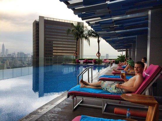 Aloft Kuala Lumpur Sentral: A relaxing pool area