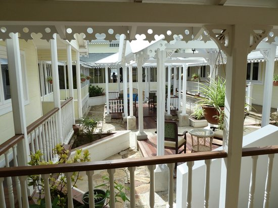 Hotel Victoriano : Central courtyard