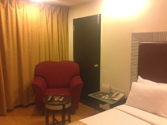 Deccan Plaza Hotels: Neat and Clean Room