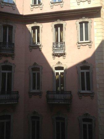 Chateau Monfort: какая то часть отеля )
