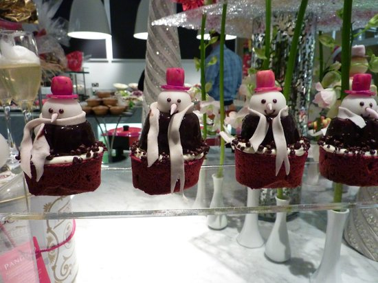 Le Royal Meridien Abu Dhabi: Restaurant desert on Christmas Eve