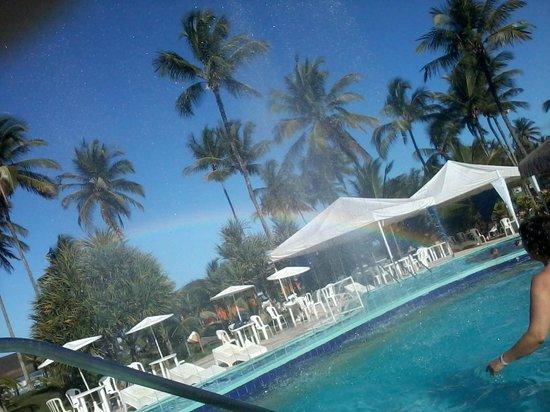 Resort Tororomba : Piscina com arco íris lindo!!!!