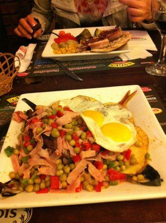 Angus Cafe Resto Bar : Ужин