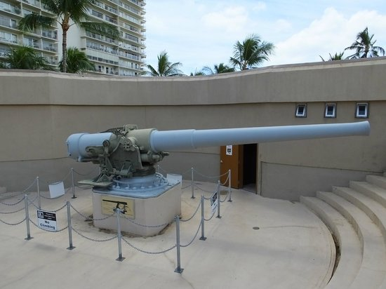 US Army Museum of Hawaii: A Big Gun..!