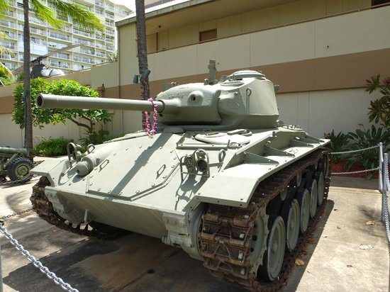 US Army Museum of Hawaii: American WWII Tank..!