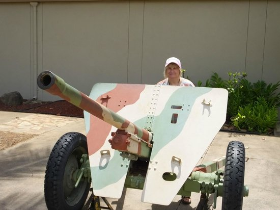 US Army Museum of Hawaii: Small Field Gun..!