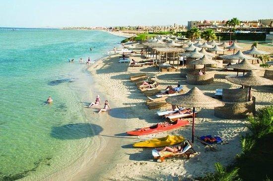 Blue Reef Red Sea Resort : Blue Reef Sandy Beach