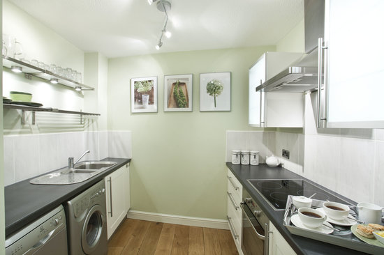 Monkbridge Court Holiday Apartments: Well equipped kitchens
