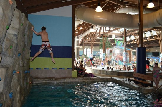 Soaring Eagle Waterpark and Hotel: Rock Wall Drop