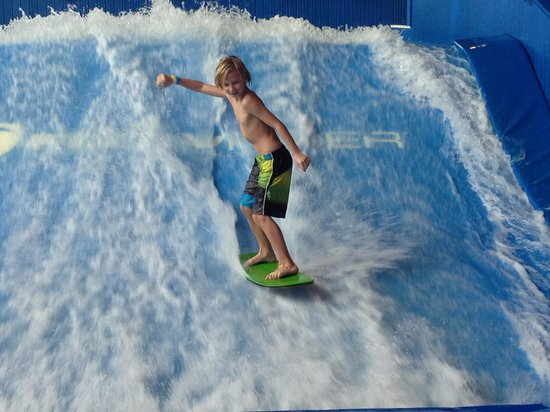 Soaring Eagle Waterpark and Hotel : Surfing on the First Try!!