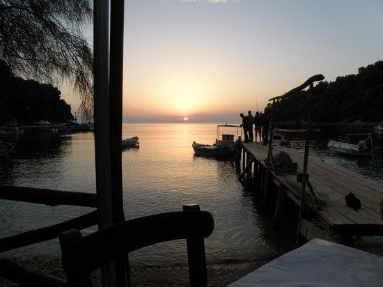 Taverna Pavlos mit traumhaften Sonnenuntergängen