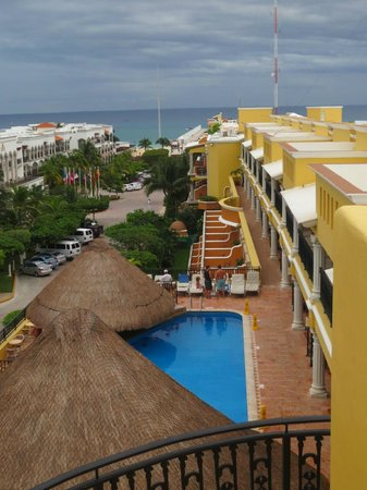upper pool and front of Hotel