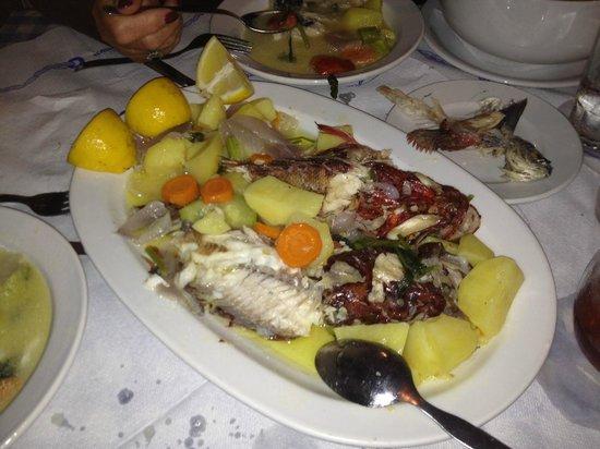 Pavlos : Die Fischplatte von der Fischsuppe