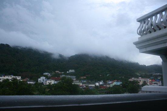 APK Resort: Вид из номера с балкона на горы после ливня