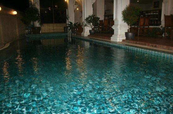 APK Resort: Бассейн у второго корпуса (купательный)
