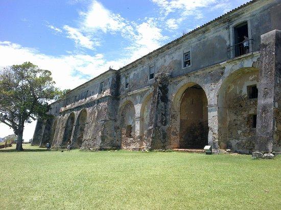 Santa Cruz de Anhatomirim Fortress : Visão da parte de trás do forte