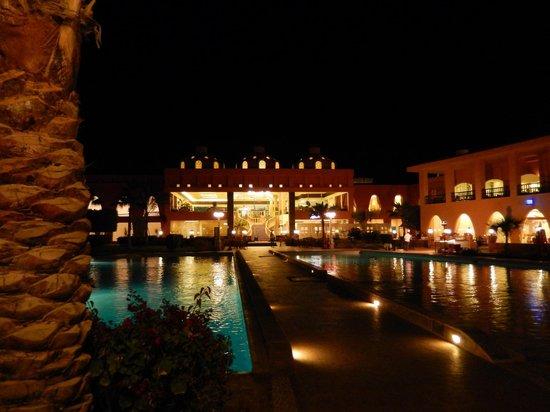 Titanic Beach Spa & Aqua Park: Hotel und Pool