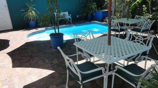 Aan Dorpstraat Guest House: Poolområde