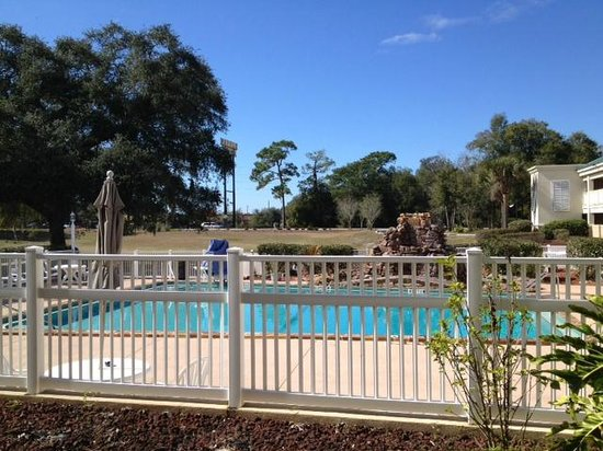Days Inn Brooksville: Pool-view 2