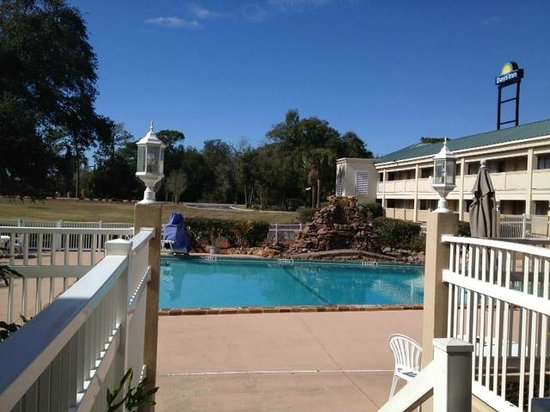 Days Inn Brooksville: Pool-view 1
