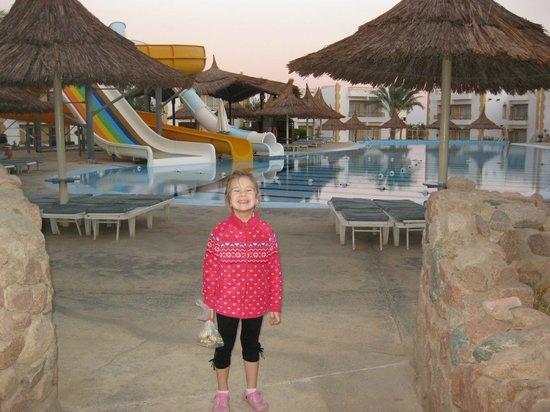 Gardenia Plaza Resort: бассейн с водными горками
