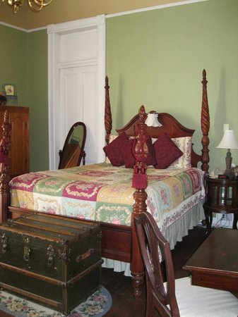 Avenue Inn Bed and Breakfast: Our room