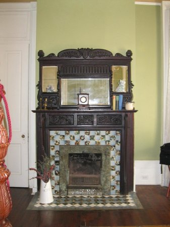 Avenue Inn Bed and Breakfast: Fireplace
