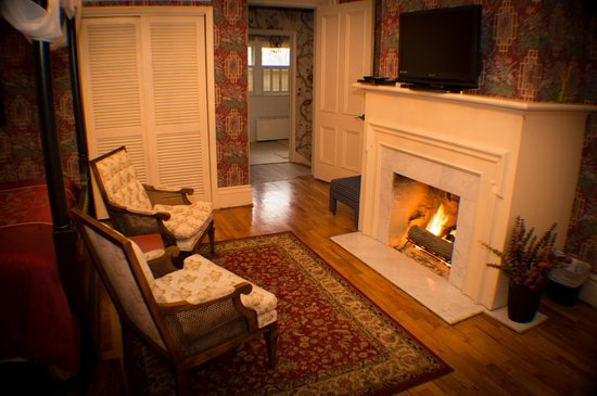 Silver Heart Inn : Shirley Gamble Fireplace