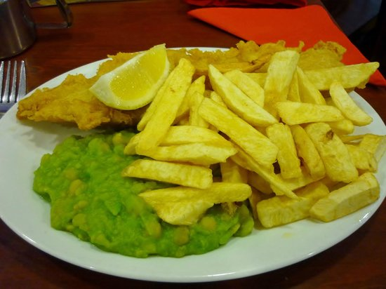 Spinnaker: Fish, chips & mushy peas with a slice of lemon