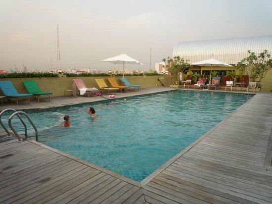 Nouvo City Hotel: piscina