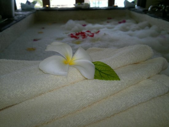 Kuramathi Island Resort: Spa (couple's massage)