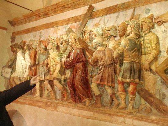 Sacro Monte di San Vivaldo: Detail of the procession to the crucifixion