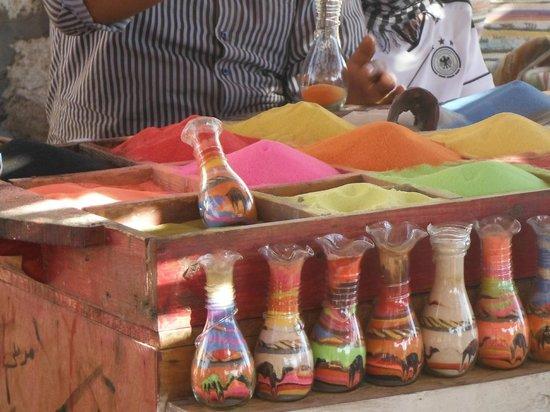 Eastern (Arabian) Desert : Colored Sand Kitsch in Vases