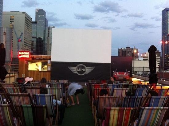 Rooftop Cinema: Fun night out - great view of the screen