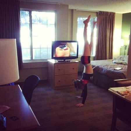 Extended Stay America - San Jose - Downtown: Big enough for HANDSTANDS!