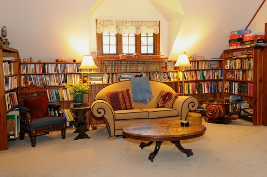 Wedgwood Retreat: The library upstairs.