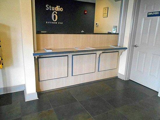 Studio 6 Opelika/Auburn : Lobby area