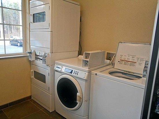 Studio 6 Opelika/Auburn : Guest laundry