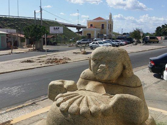 Hotel do Grande Rio: Escultura fora do hotel