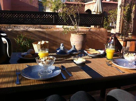 Riad Dar Attajmil : colazione in terrazza