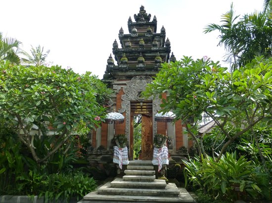 Bali Mandira Beach Resort & Spa: Temple at Entrance