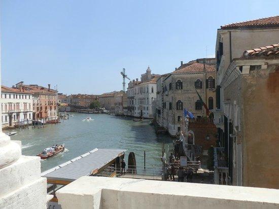 Ca' Rezzonico: Фото из окна