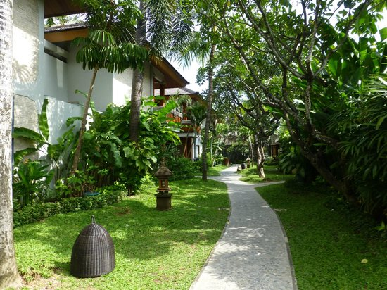 Bali Mandira Beach Resort & Spa: Gardens