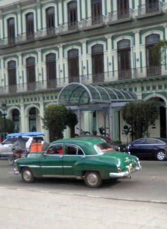 Saratoga Hotel: front facade