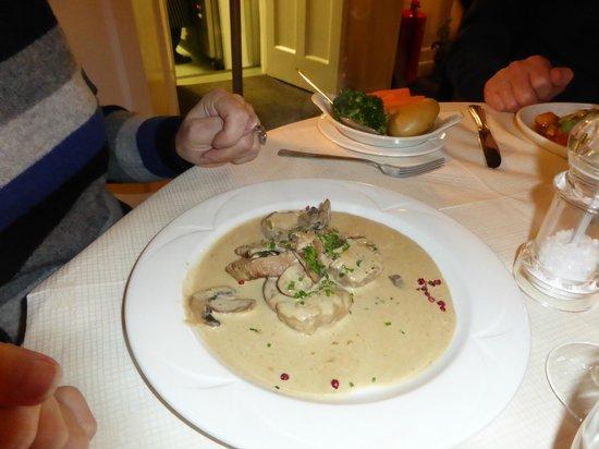 Tilleys Bistro: Medallions of pork in wholegrain mustard sauce