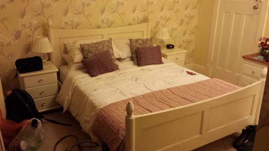 Cayton House B&B: Large front bedroom