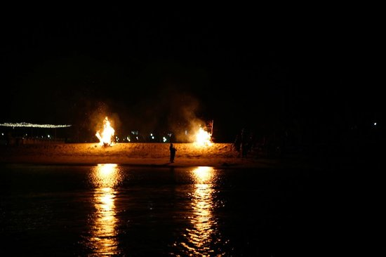 Mtoni Marine Hotel: Bonfires on Beach
