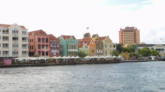 Lagoon Ocean Resort : Downtown Willamsted