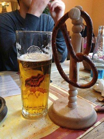 U Betlemske kaple: Birra locale + Bretzel a disposizione su ogni tavolo