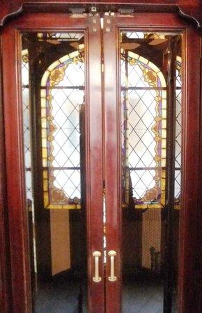Hostal Santillan: Ancient Elevator at the Entrance